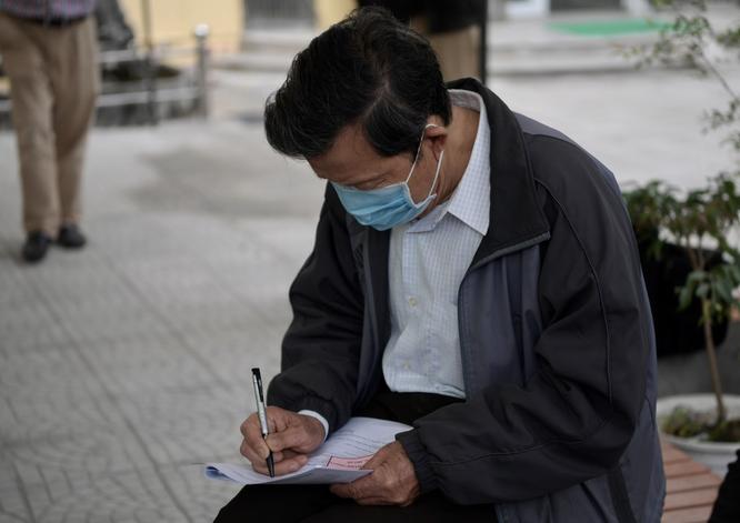 Ảnh: 35 người đầu tiên ở Hà Nội tiêm vaccine phòng COVID-19 giai đoạn II ảnh 2