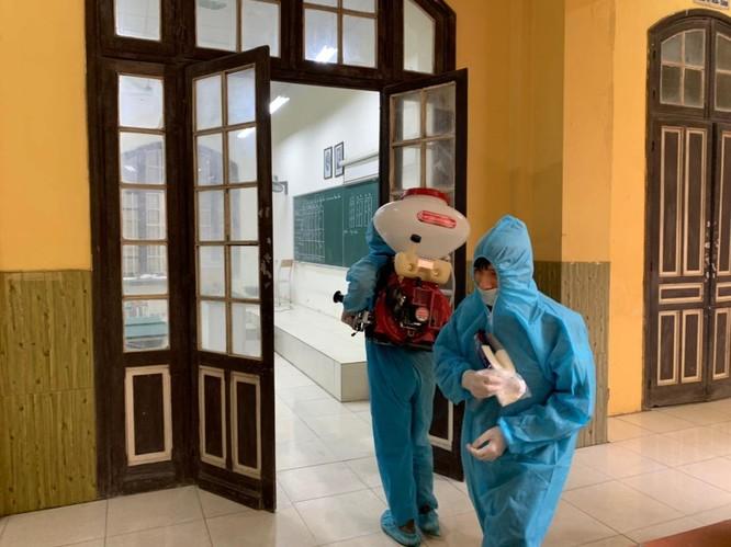 Chùm ảnh trường học gấp rút vệ sinh, phun khử khuẩn chuẩn bị đón học sinh đi học trở lại ảnh 6