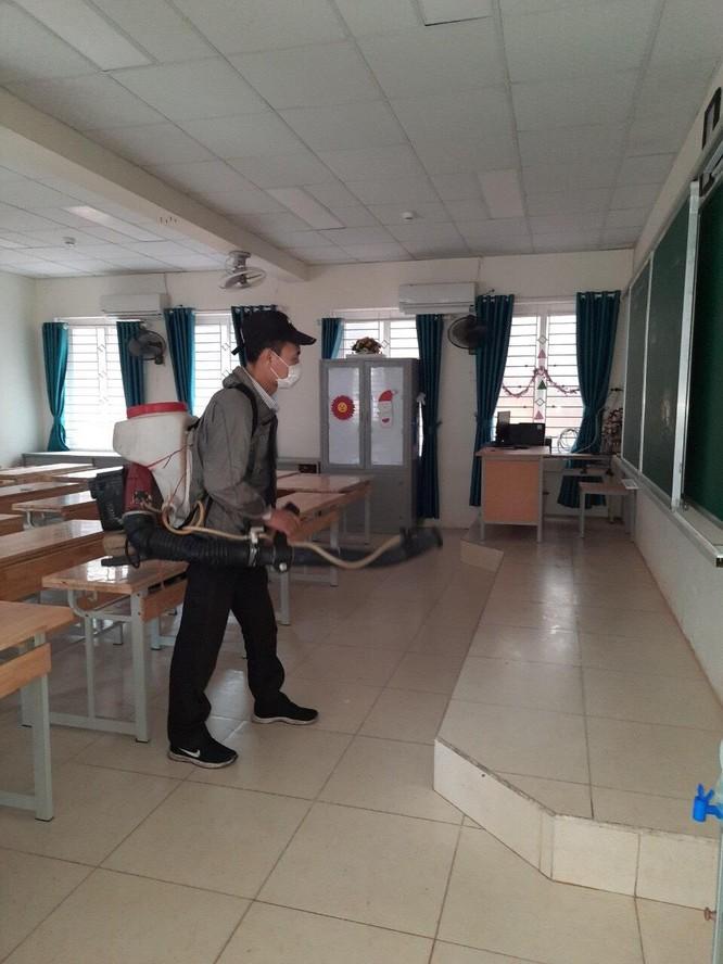 Chùm ảnh trường học gấp rút vệ sinh, phun khử khuẩn chuẩn bị đón học sinh đi học trở lại ảnh 17