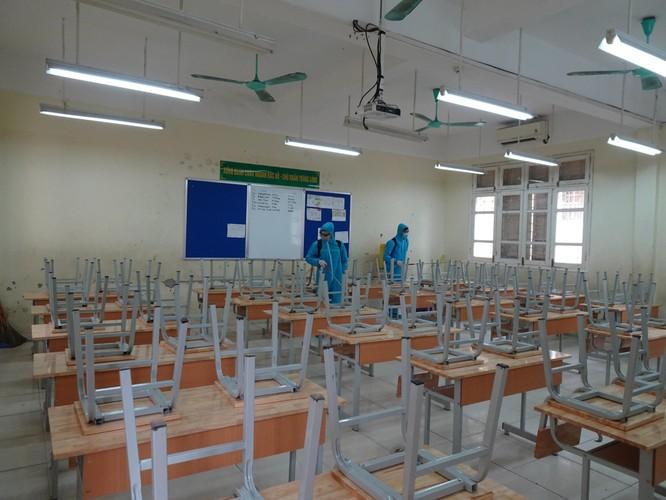 Chùm ảnh trường học gấp rút vệ sinh, phun khử khuẩn chuẩn bị đón học sinh đi học trở lại ảnh 5