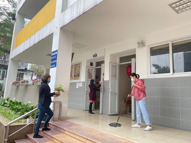 Chùm ảnh trường học gấp rút vệ sinh, phun khử khuẩn chuẩn bị đón học sinh đi học trở lại ảnh 9