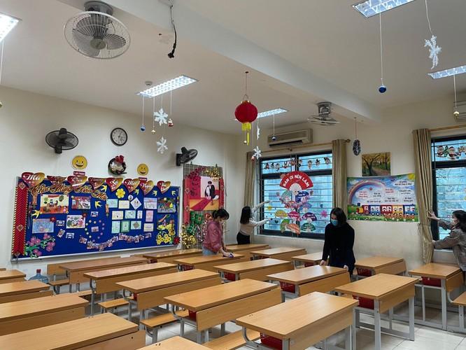 Chùm ảnh trường học gấp rút vệ sinh, phun khử khuẩn chuẩn bị đón học sinh đi học trở lại ảnh 10
