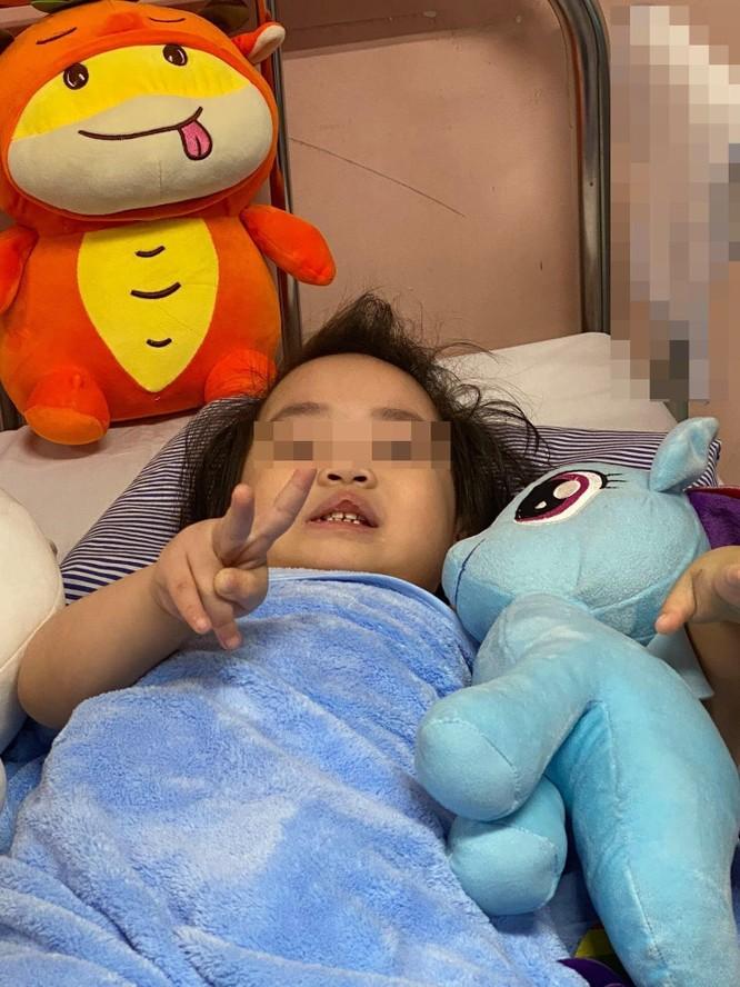 Nóng: Bé gái 3 tuổi rơi từ tầng 12 chung cư sắp được xuất viện, trở về với gia đình ảnh 1