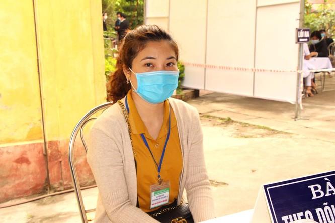 Hà Nội: Nữ điều dưỡng đầu tiên tiêm vaccine phòng COVID-19 bị sốt nhẹ ảnh 5