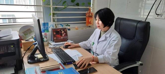 Hà Nội: Nữ điều dưỡng đầu tiên tiêm vaccine phòng COVID-19 bị sốt nhẹ ảnh 1