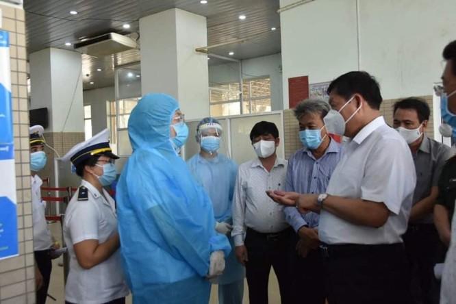 Nhiều ca mắc COVID-19 nhập cảnh trái phép: Bộ Y tế kiểm tra công tác phòng, chống dịch ở biên giới ảnh 1