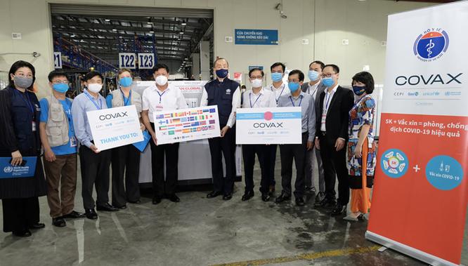 Hơn 800.000 liều vaccine phòng COVIVD-19 của Astrazeneca về tới Việt Nam ảnh 1