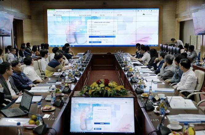 """Bộ trưởng Bộ Y tế: Chấm dứt tình trạng """"2 tháng khám 80 lần"""" bằng lịch khám, chữa bệnh trực tuyến ảnh 2"""
