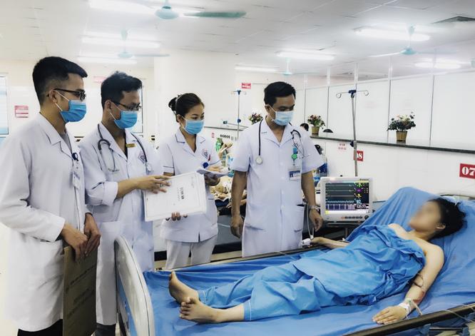 2 người thoát chết trong gang tấc nhờ bàn tay vàng của các bác sĩ kết hợp với kỹ thuật hiện đại ảnh 1