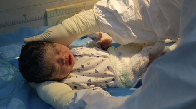 Sản phụ hiếm muộn suốt 11 năm, mắc COVID-19 kèm suy hô hấp vỡ oà hạnh phúc khi sinh con ảnh 1