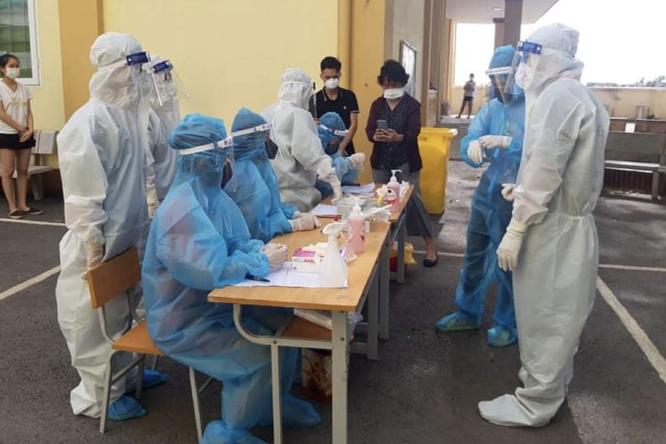 Bắc Giang: Bệnh nhân mắc COVID-19 nặng bị tổn thương phổi rất nhanh ảnh 1