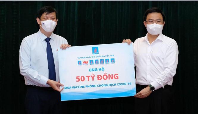 Bộ Y tế nhận 185 tỉ đồng ủng hộ Quỹ vaccine phòng COVID-19 ảnh 1