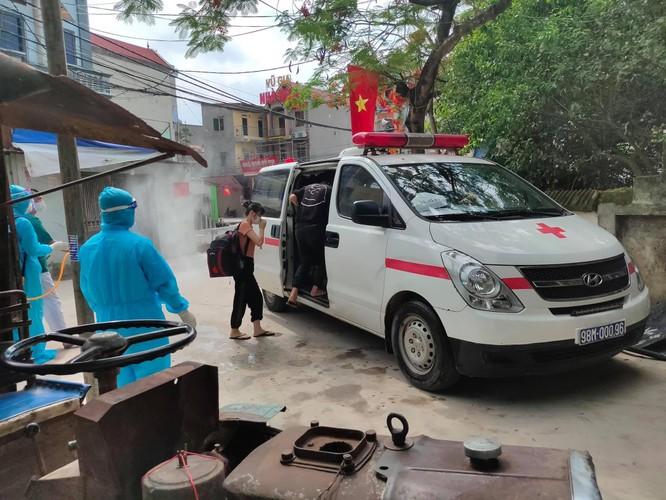 Gần 26.000 cán bộ y tế, sinh viên trực tiếp đi vào tâm dịch COVID-19 Bắc Giang và Bắc Ninh ảnh 1