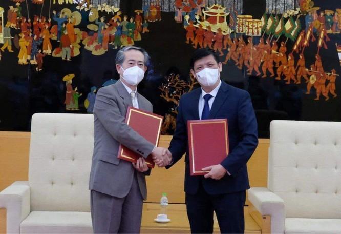 Bộ Y tế chính thức tiếp nhận 500.000 liều vaccine phòng COVID-19 của Trung Quốc ảnh 1