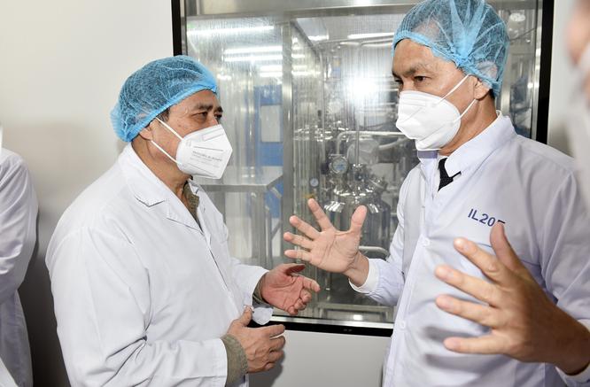 """Thủ tướng Chính phủ: Vaccine COVID-19 khan hiếm đến tháng 9, VN phải """"chạy đua"""" sản xuất bằng được ảnh 2"""