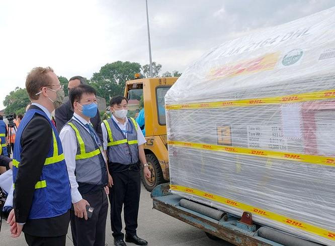 Hơn 97.000 liều vaccine phòng COVID-19 đầu tiên của Pfizer/BioNtech về đến Việt Nam ảnh 2