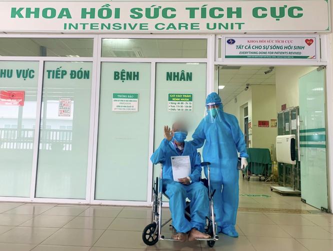 Liệu pháp truyền huyết tương cứu sống người đàn ông 60 tuổi mắc COVID-19 nặng ảnh 1