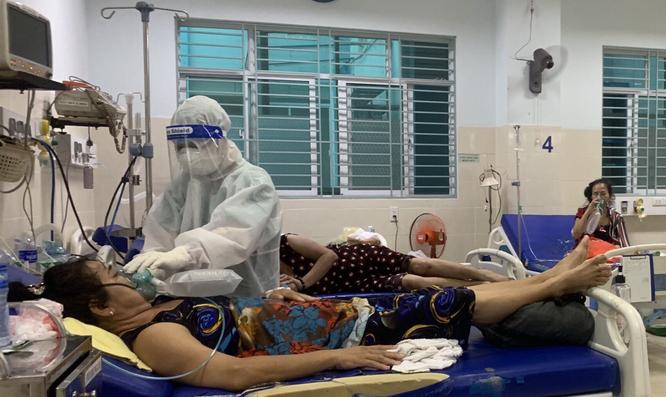 Gác lại hạnh phúc nhỏ, nữ điều dưỡng tình nguyện vào TP. HCM chống dịch COVID-19 ảnh 1