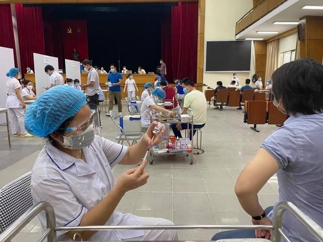 3 trường đại học lớn ở Hà Nội được trưng dụng làm điểm tiêm vaccine phòng COVID-19 ảnh 1