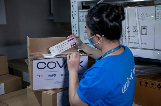 Hơn 1 triệu liều vaccine phòng COVID-19 của AstraZeneca tiếp tục về đến Việt Nam ảnh 1
