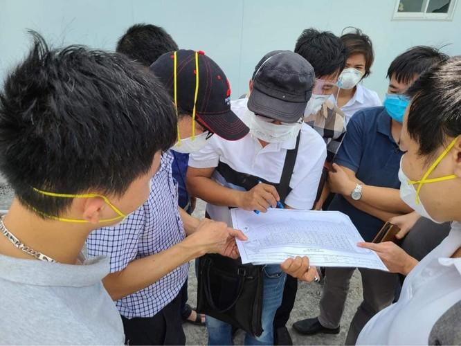 Hơn 300 bác sĩ của BV Hữu nghị Việt Đức cùng 8 tấn thiết bị lên đường vào trung tâm HSTC ở TP.HCM ảnh 5