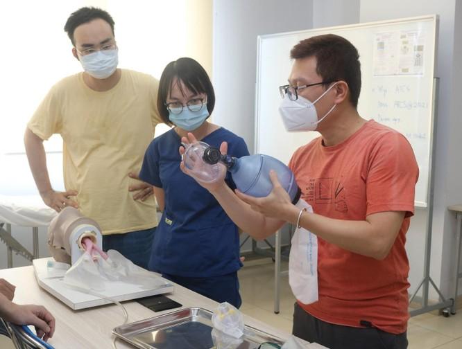 Bệnh viện Bạch Mai đào tạo tại chỗ cho các bác sĩ để sẵn sàng vào trung tâm HSTC ở TP. HCM ảnh 2