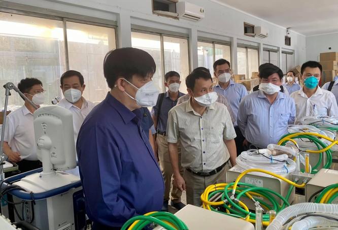Bộ trưởng BYT trực tiếp kiểm tra 3 Trung tâm hồi sức tích cực điều trị bệnh nhân COVID-19 nặng ảnh 4