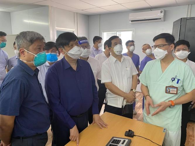 Bộ trưởng BYT trực tiếp kiểm tra 3 Trung tâm hồi sức tích cực điều trị bệnh nhân COVID-19 nặng ảnh 2