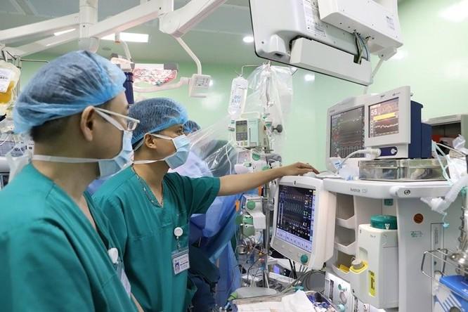 Lần đầu tiên Việt Nam ghép gan cứu sống bé gái bị ung thư gan giai đoạn cuối ảnh 1