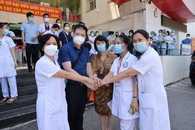 14 bác sĩ của BV Nội tiết Trung ương lên đường chi viện cho Trung tâm hồi sức tích cực ở Vĩnh Long ảnh 1