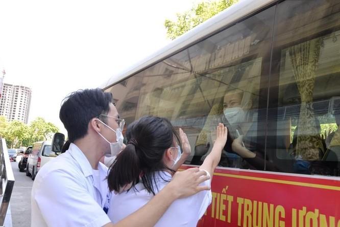 14 bác sĩ của BV Nội tiết Trung ương lên đường chi viện cho Trung tâm hồi sức tích cực ở Vĩnh Long ảnh 2