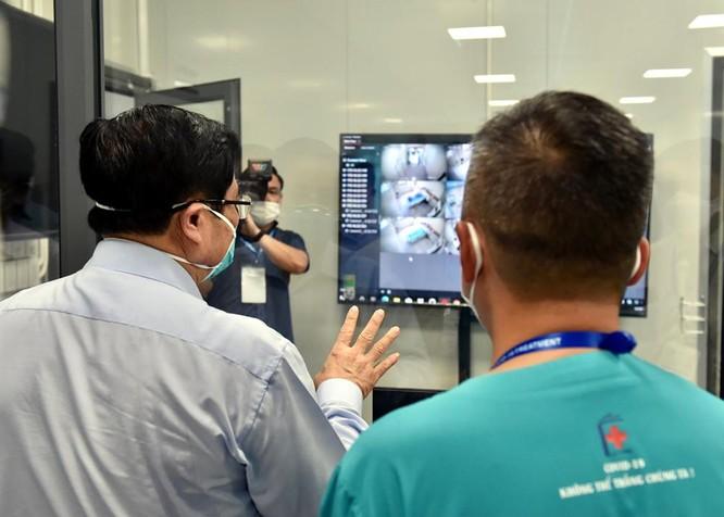 Thủ tướng Chính phủ Phạm Minh Chính kiểm tra BV dã chiến điều trị COVID-19 thuộc BV Đại học Y Hà Nội ảnh 4