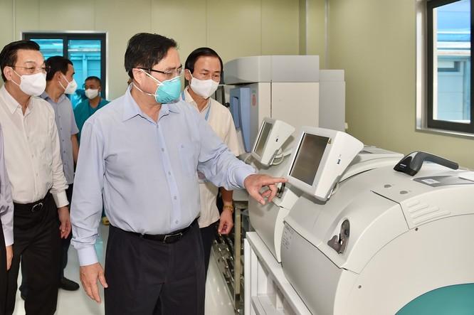 Thủ tướng Chính phủ Phạm Minh Chính kiểm tra BV dã chiến điều trị COVID-19 thuộc BV Đại học Y Hà Nội ảnh 3