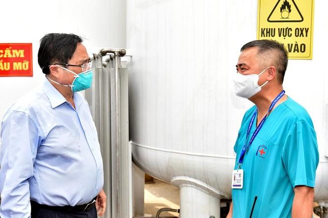 Thủ tướng Chính phủ Phạm Minh Chính kiểm tra BV dã chiến điều trị COVID-19 thuộc BV Đại học Y Hà Nội ảnh 6
