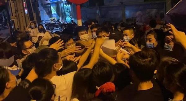 Hạn chót ngày 15/9, Hà Nội tiêm vaccine phòng COVID-19 cho người dân như thế nào? ảnh 1
