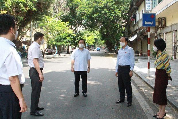 Hà Nội dự kiến đưa hơn 1.000 người nhà liên quan đến F0 tại Bệnh viện Việt Đức đi cách ly tập trung ảnh 1