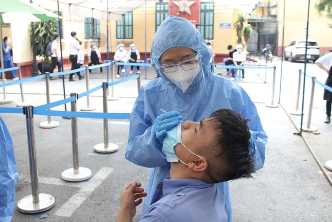 Bệnh viện Việt Đức: Tạm ngừng tiếp nhận bệnh nhân mới để thực hiện giãn cách toàn bộ Bệnh viện ảnh 1