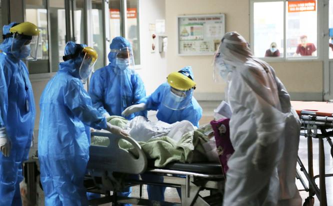 Vì sao tiêm 2 mũi vaccine, bệnh nhân và người nhà ở BV Việt Đức đến BV khác phải cách ly 21 ngày? ảnh 3