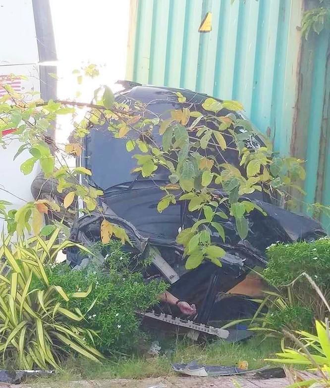 Đi khám bệnh, gia đình 4 người tử vong vì xe container nổ lốp tông vào ảnh 2