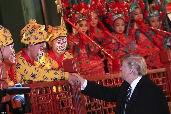 Trung Quốc trải thảm đỏ và 'núi thỏa thuận' 250 tỷ USD đón ông Trump ảnh 10