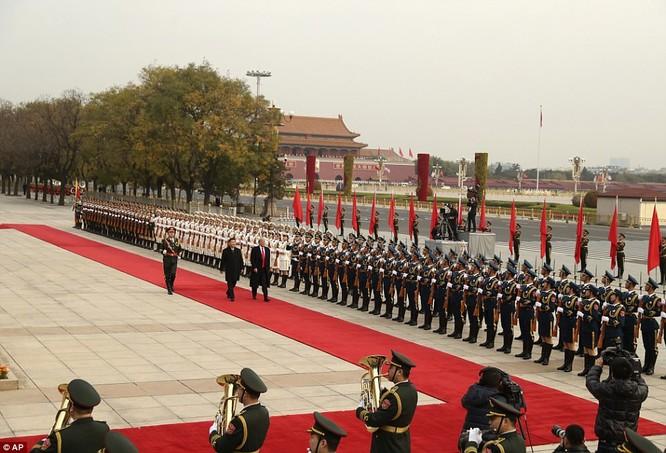 Trung Quốc trải thảm đỏ và 'núi thỏa thuận' 250 tỷ USD đón ông Trump ảnh 2