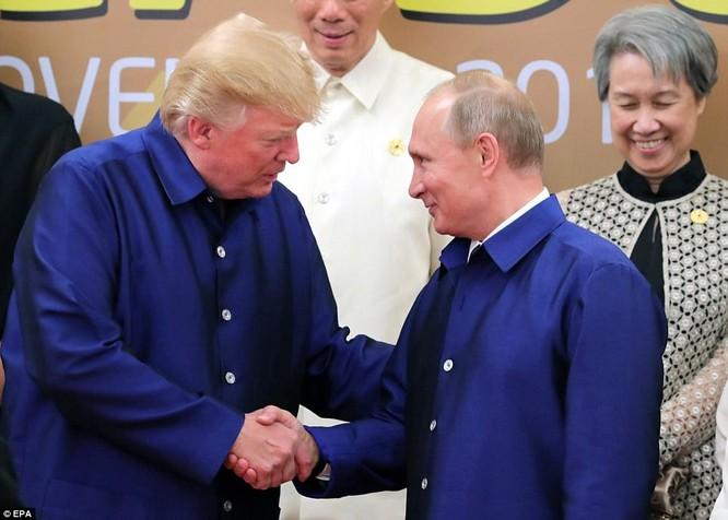 Hai ông Putin và Trump bắt tay thân thiện bên lề APEC ảnh 2