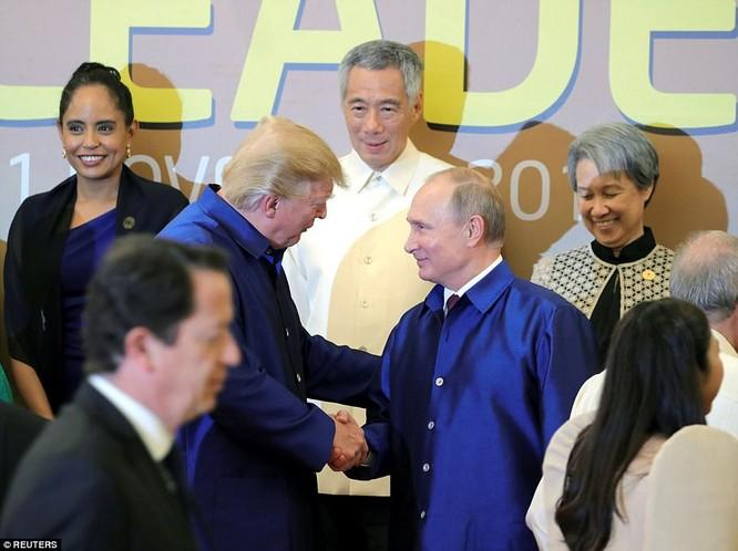 Hai ông Putin và Trump bắt tay thân thiện bên lề APEC ảnh 3