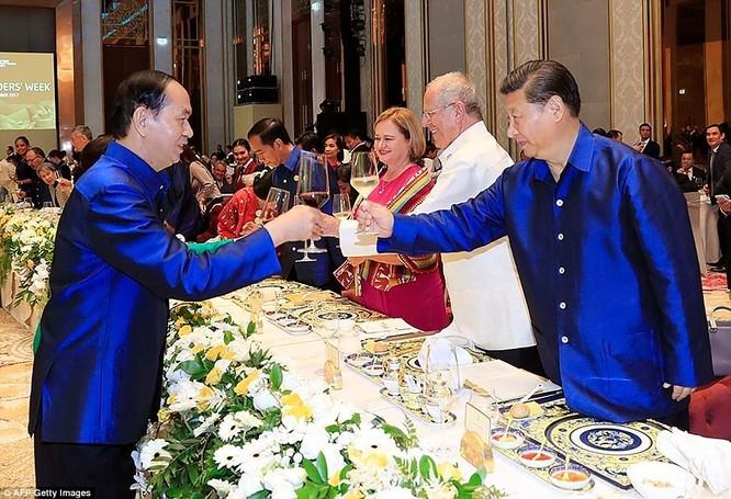 Hai ông Putin và Trump bắt tay thân thiện bên lề APEC ảnh 12