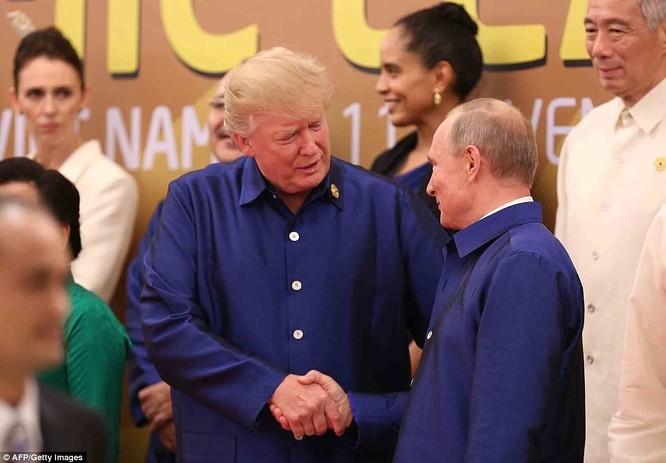 Hai ông Putin và Trump bắt tay thân thiện bên lề APEC ảnh 1