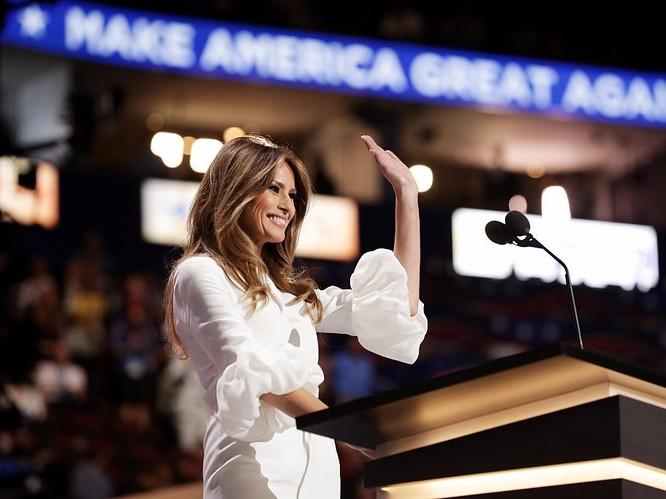 Melania Trump: Từ siêu mẫu thời trang đến đệ nhất phu nhân nước Mỹ ảnh 10