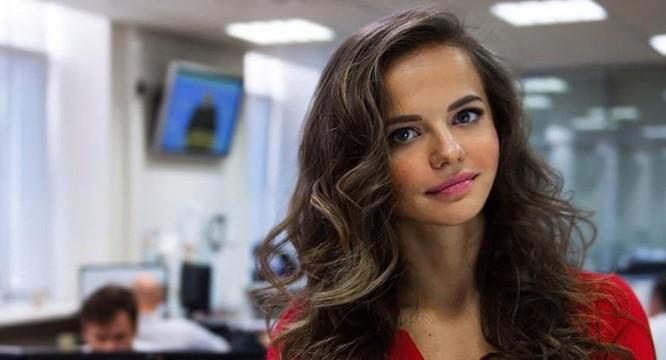 Người đẹp 'bốc lửa' trở thành phát ngôn viên Bộ Quốc phòng Nga ảnh 1