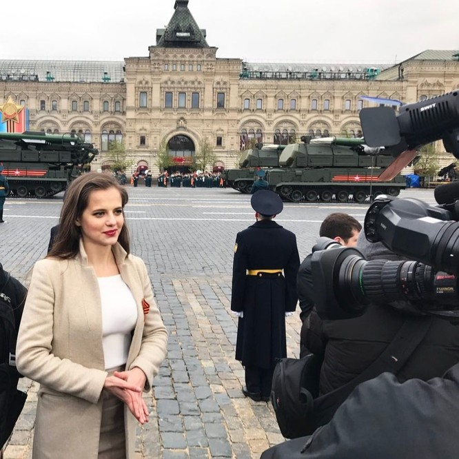 Người đẹp 'bốc lửa' trở thành phát ngôn viên Bộ Quốc phòng Nga ảnh 5