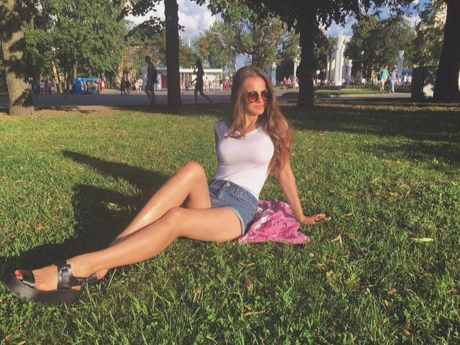 Người đẹp 'bốc lửa' trở thành phát ngôn viên Bộ Quốc phòng Nga ảnh 8