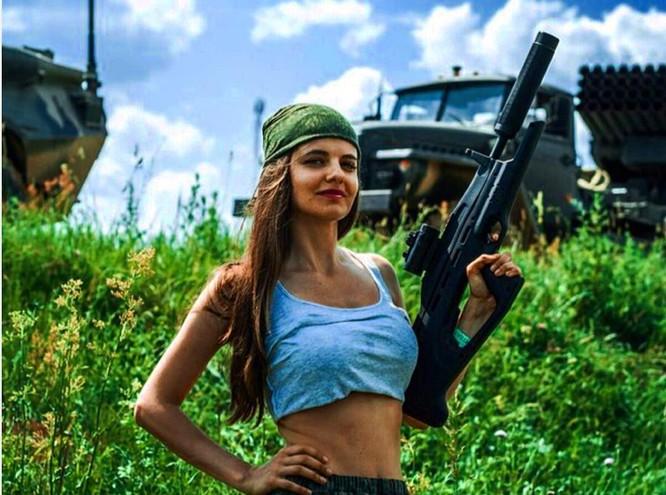 Người đẹp 'bốc lửa' trở thành phát ngôn viên Bộ Quốc phòng Nga ảnh 2